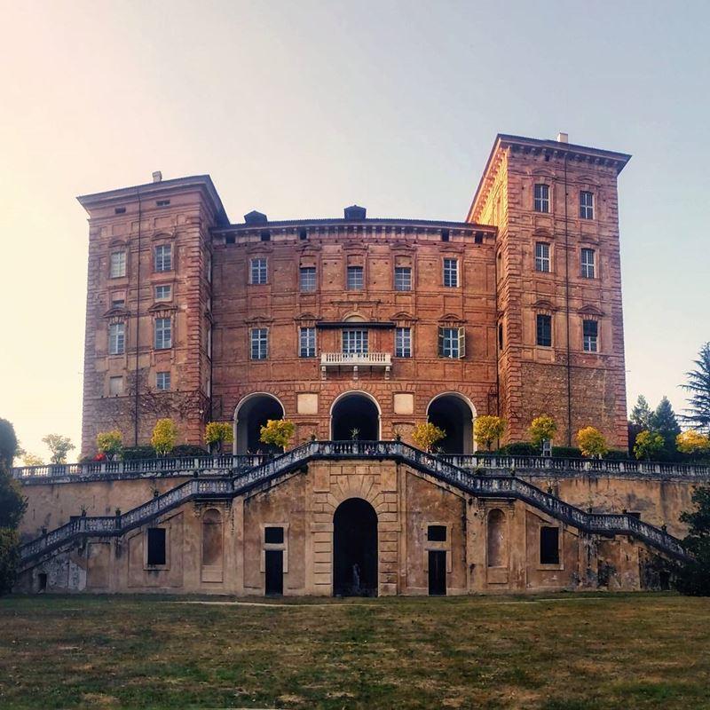 Крупные и красивые города Италии: Королевский дворец в Турине (Castello Ducale di Agliè)