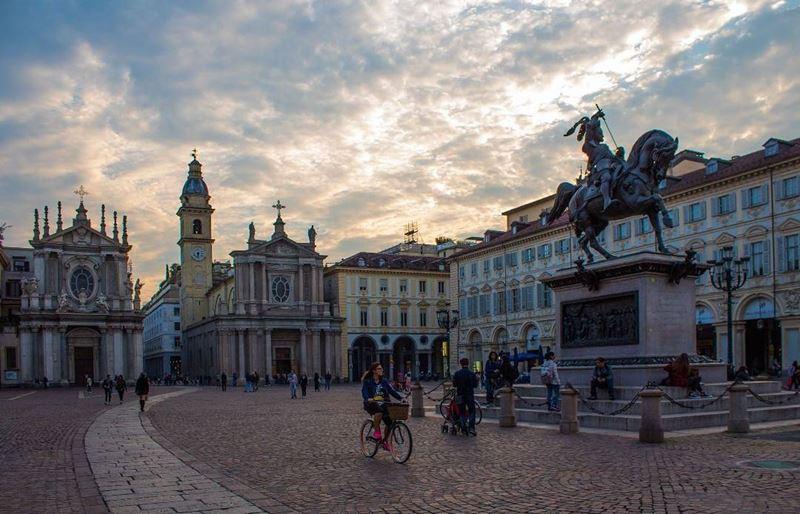 Крупные и красивые города Италии: площадь Сан Карло в Турине