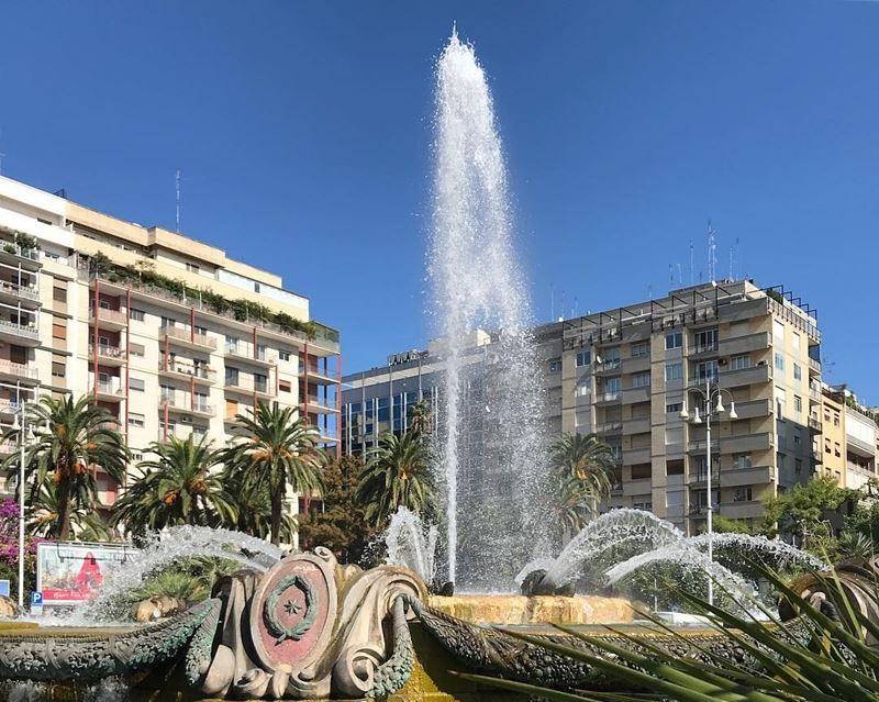 Крупные и красивые города Италии: фонтан в центре Бари