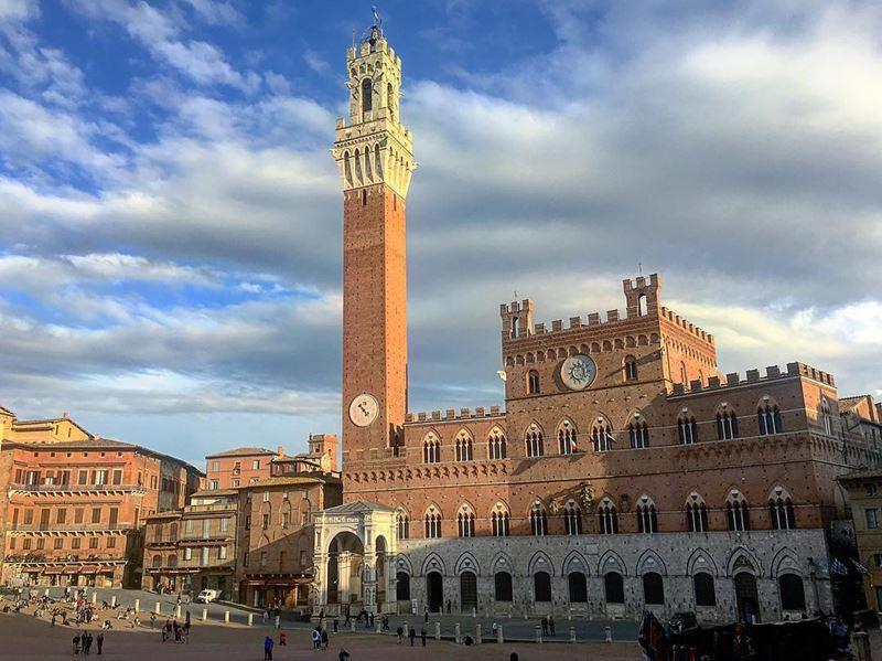 Крупные и красивые города Италии: Пьяцца дель Кампо в Сиене