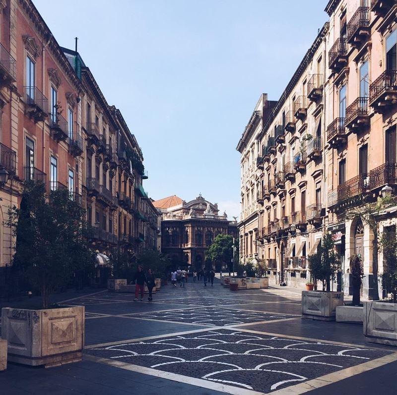 Крупные и красивые города Италии: улицы Катании (