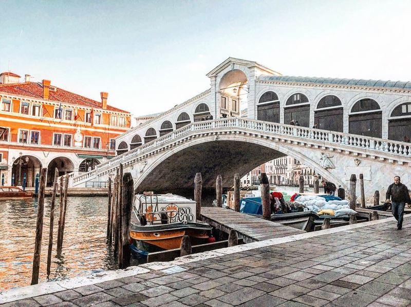 Крупные и красивые города Италии: Мост Риальто в Венеции