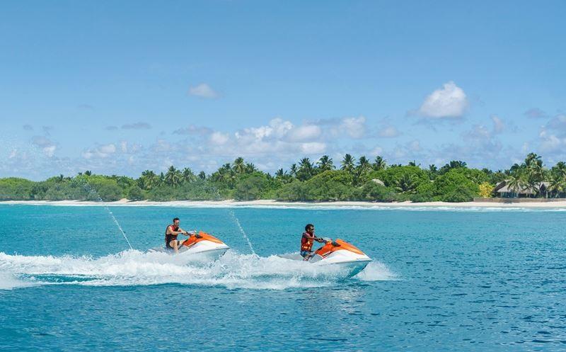 Мальчишник на Мальдивах с Shangri-La`s Villingili Resort & Spa - гонки на гидроциклах