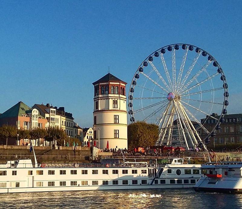 Крупные и красивые города Германии - Колесо обозрения в Дюссельдорфе