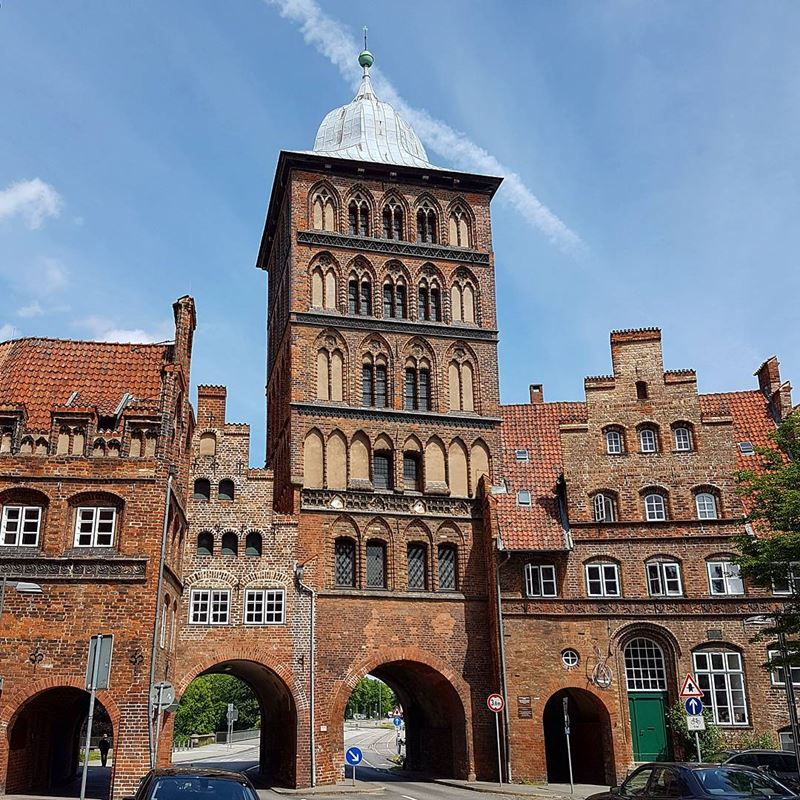 Крупные и красивые города Германии - Ворота Бургтор в Любеке