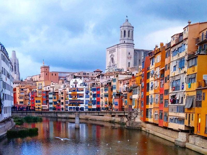 Крупные и красивые города Испании - Жирона - набережная реки Оньяр