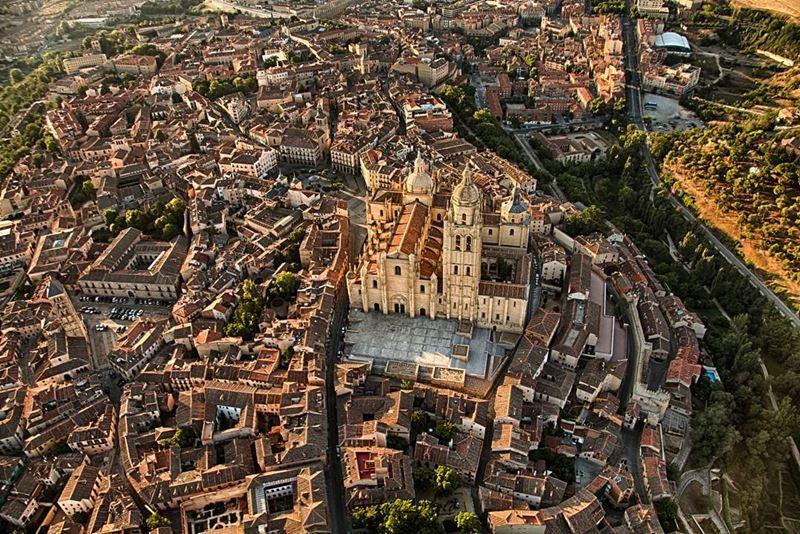 Крупные и красивые города Испании - Вид сверху на Сеговию