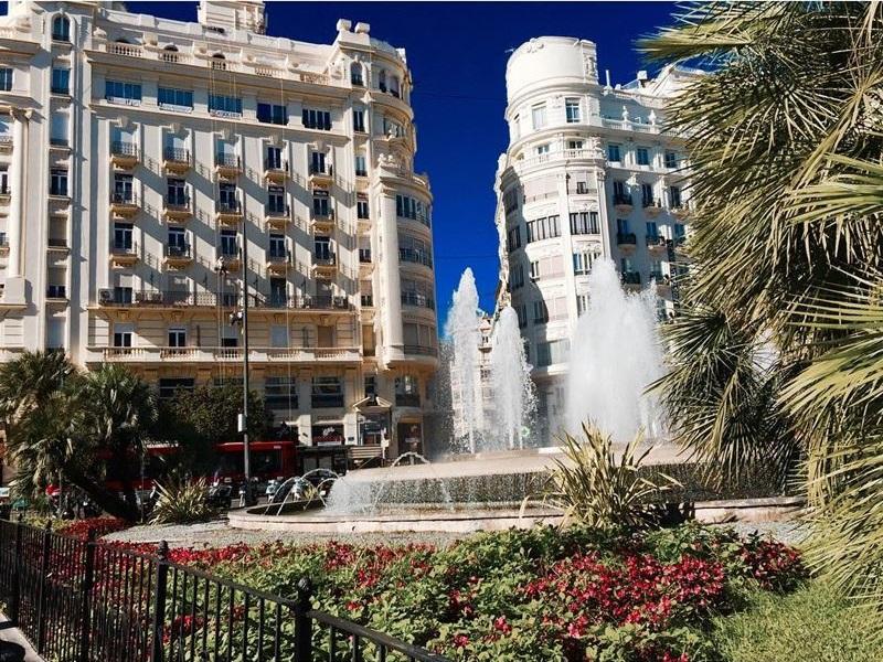 Крупные и красивые города Испании - Валенсия - Площадь Королевы