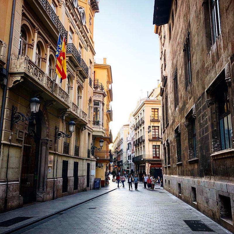 Крупные и красивые города Испании - Валенсия - старинная архитектура улицы