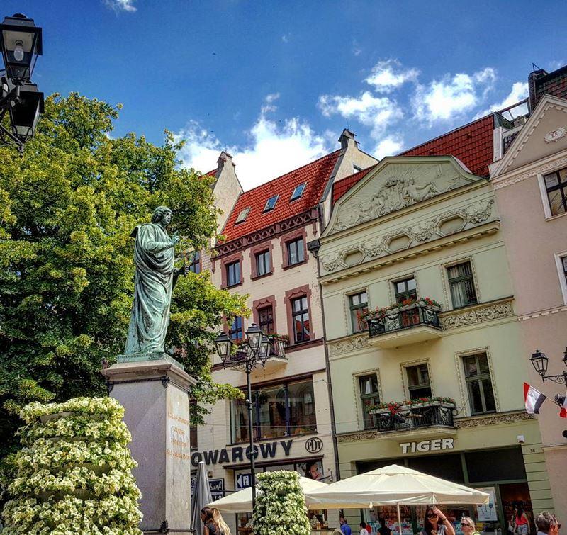 Крупные и красивые города Польши - Торунь - Памятник Николаю Копернику