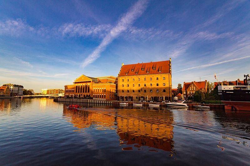Крупные и красивые города Польши - Гданьск - здание государственной Балтийской оперы