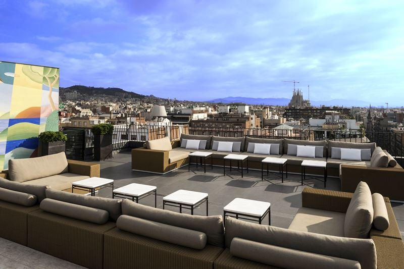 Majestic Hotel & Spa Barcelona - терраса с видом на Барселону