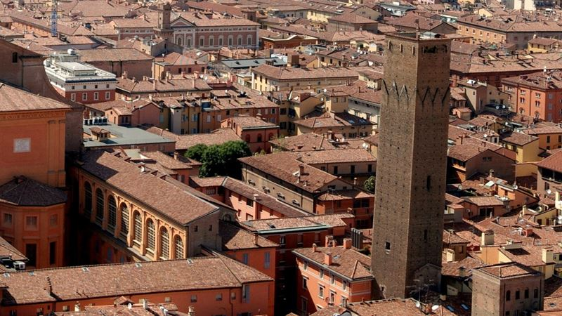 «Орёл и решка»: города Италии - Болонья – башня Прендипарте