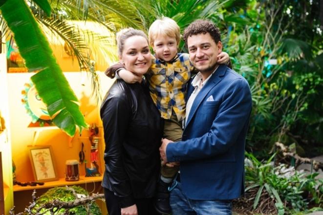 «Орёл и решка»: ведущие - Женя Синельников с женой Еленой и сыном Алексеем