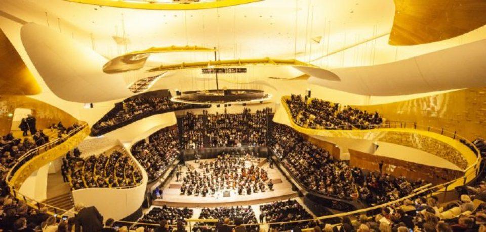 Выступление Парижского оркестра с отелем Le Royal Monceau-Raffles