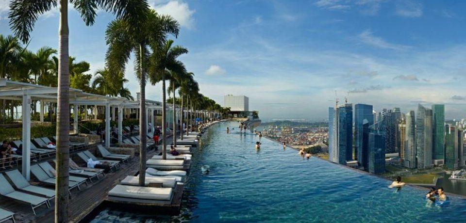10 отелей Сингапура с бассейном на крыше