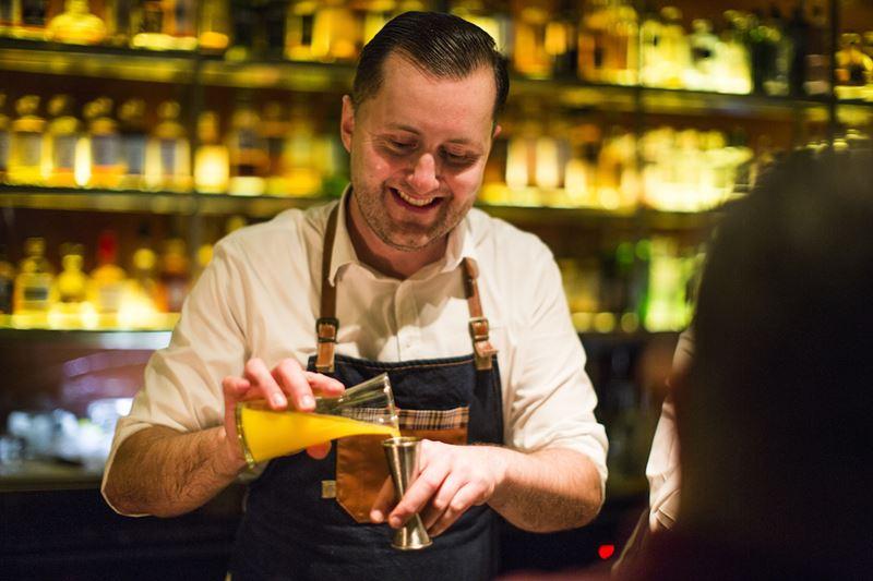 Звездный бармен Алекс Кратена на курорте Velaa Private Island