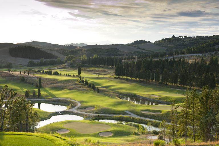 Toscana Resort Castelfalfi - гольф-курорт в центре Тосканы