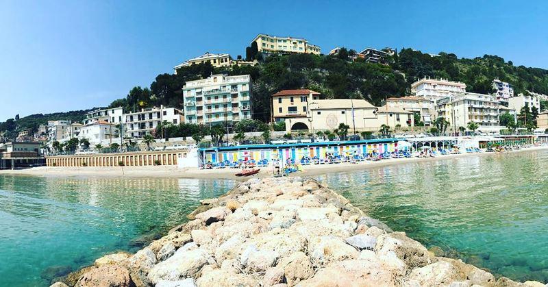 Лигурийское побережье: лучшие пляжи - Bagni St. Tropez в Лайгуэлье