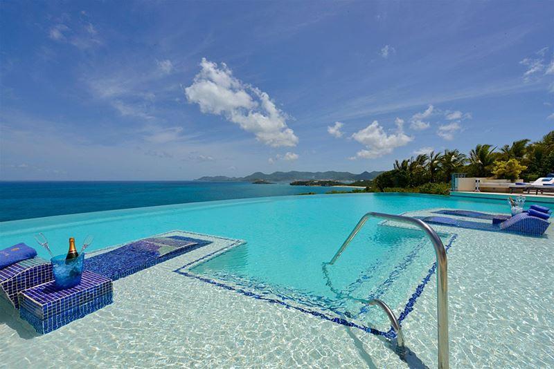 Отели с панорамными бассейнами инфинити - Mes Amis Resort (Карибские острова, о. Сен-Мартен)