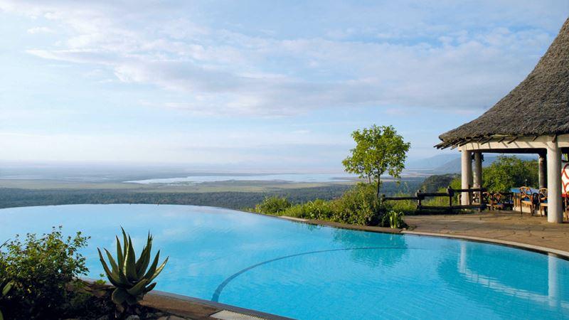 Отели с панорамными бассейнами инфинити - Lake Manyara Serena Lodge (Танзания, озеро Маньяра, Национальный парк)