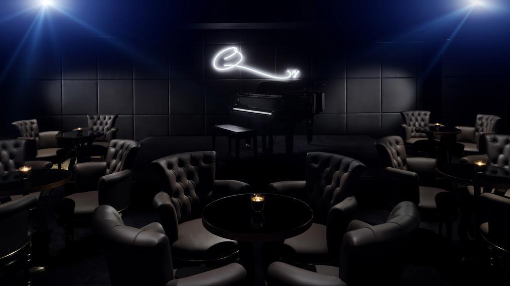 Джаз-бар Q's Bar and Lounge Куинси Джонса открыт в отеле Palazzo Versace Dubai