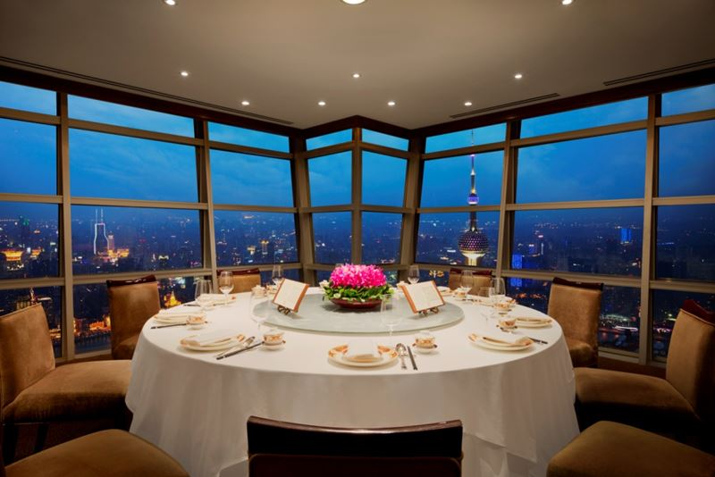 Высокие панорамные рестораны:   Club Jin Mao в небоскрёбе The Jin Mao Tower (Шанхай, Китай)