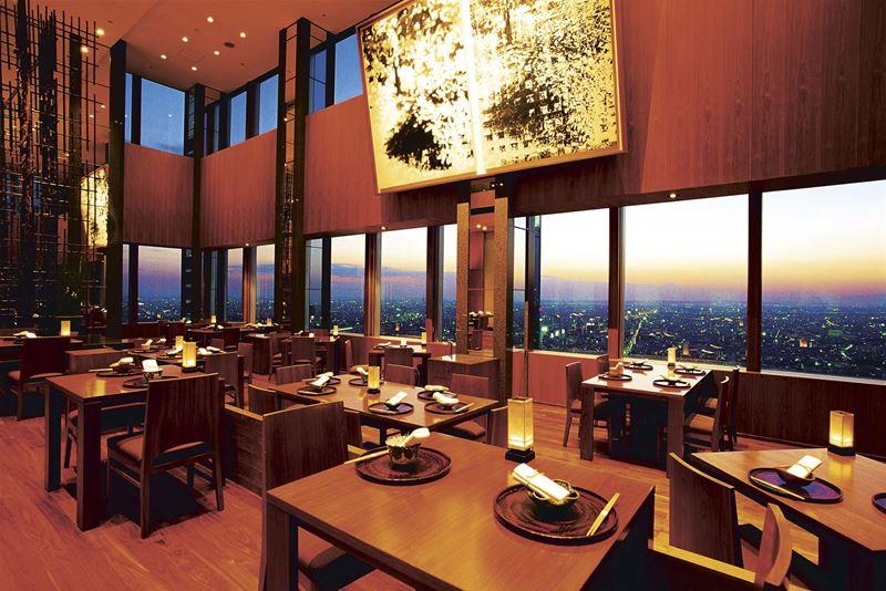Высокие панорамные рестораны: New York Bar в отеле Park Hyatt (Токио, Япония)