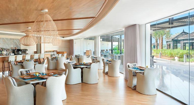 Waldorf Astoria Ras Al Khaimah - ресторан средиземноморской кухни Azure