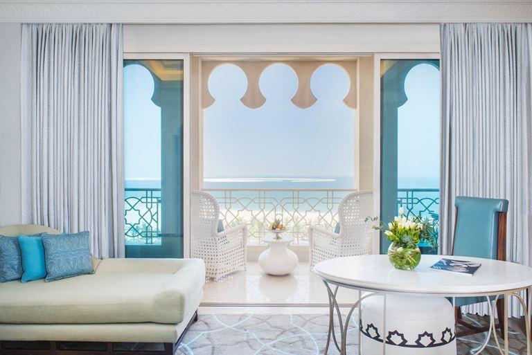 Waldorf Astoria Ras Al Khaimah - номер отеля с балконом с видом на море