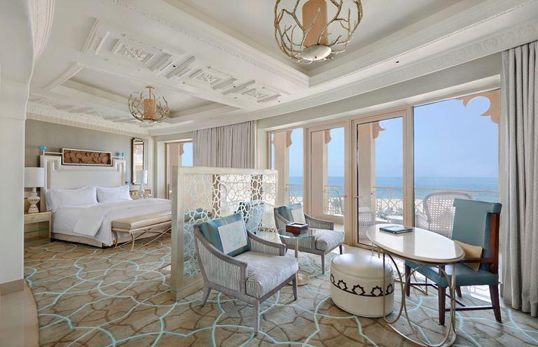Waldorf Astoria Ras Al Khaimah - номер люкс с панорамным видом на Аравийское море