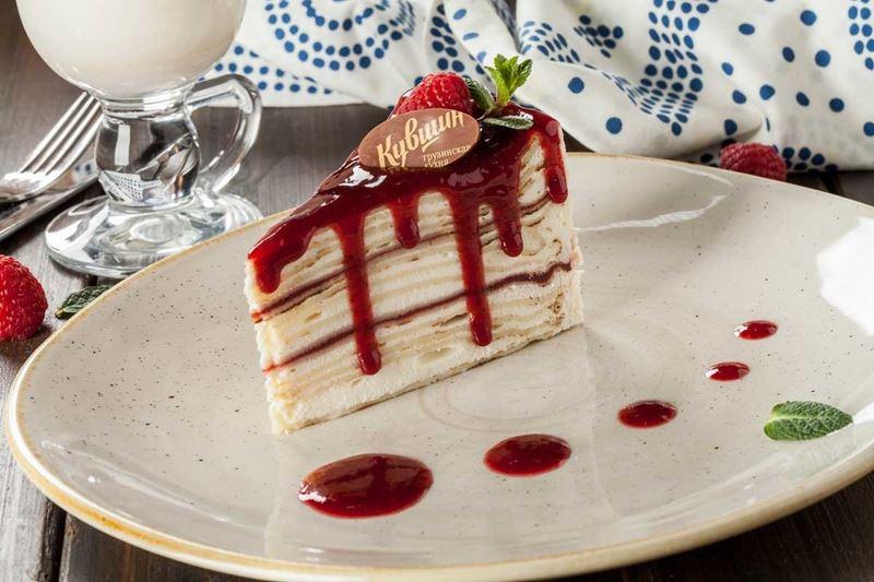 Масленица в ресторане «Кувшин» - торт из пшеничных блинов с лесными ягодами