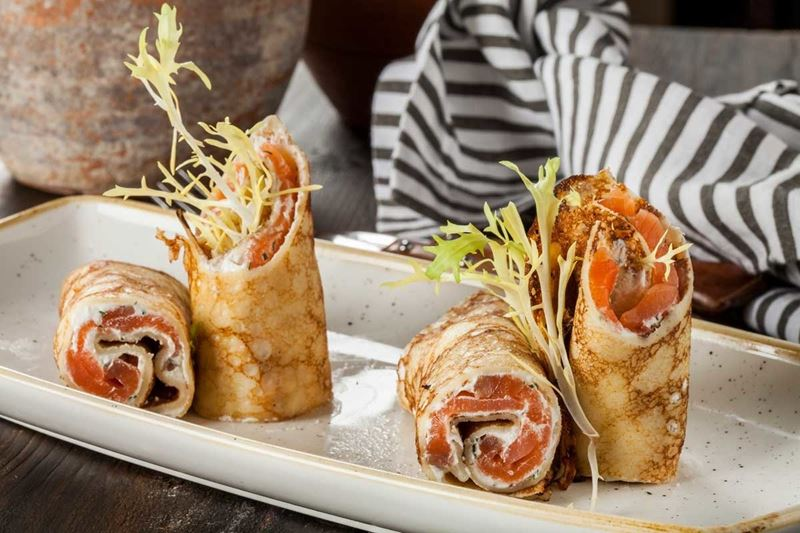 Масленица в ресторане «Кувшин» - блины с подкопченным лососем