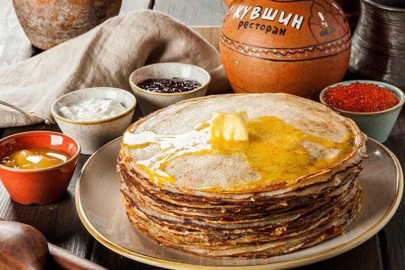 Масленица в ресторане «Кувшин» - классические тонкие русские блины со сливочным маслом