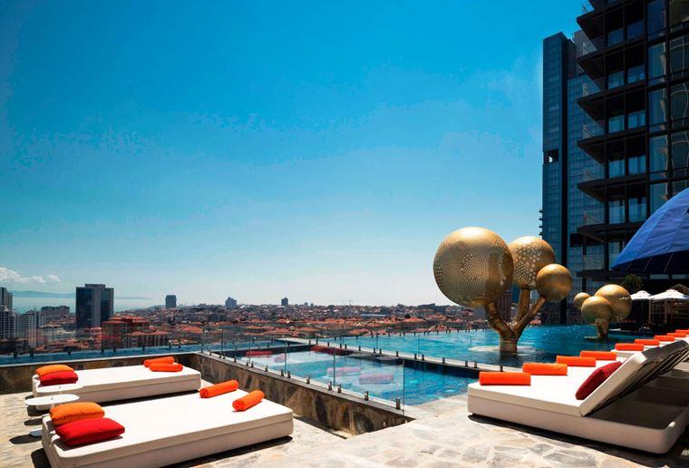 Fairmont Quasar Istanbul - отель 5 звёзд в Стамбуле, Турция - терраса Ukiyo с панорамным бассейном