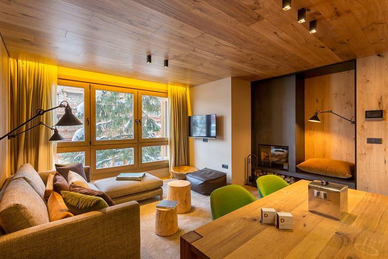 Hermitage Mountain Residences  - деревянный интерьер номера
