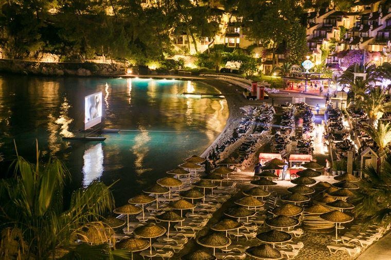 Новые предложения в Hillside Beach Club в Фетхие (Турция) - ночной киносеанс на пляже