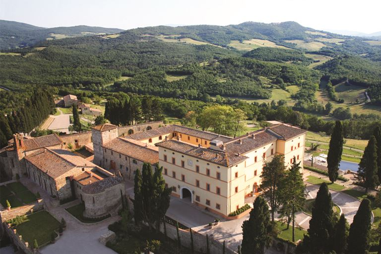 Замок Castello Di Casole в Тоскане принадлежал Лукино Висконти