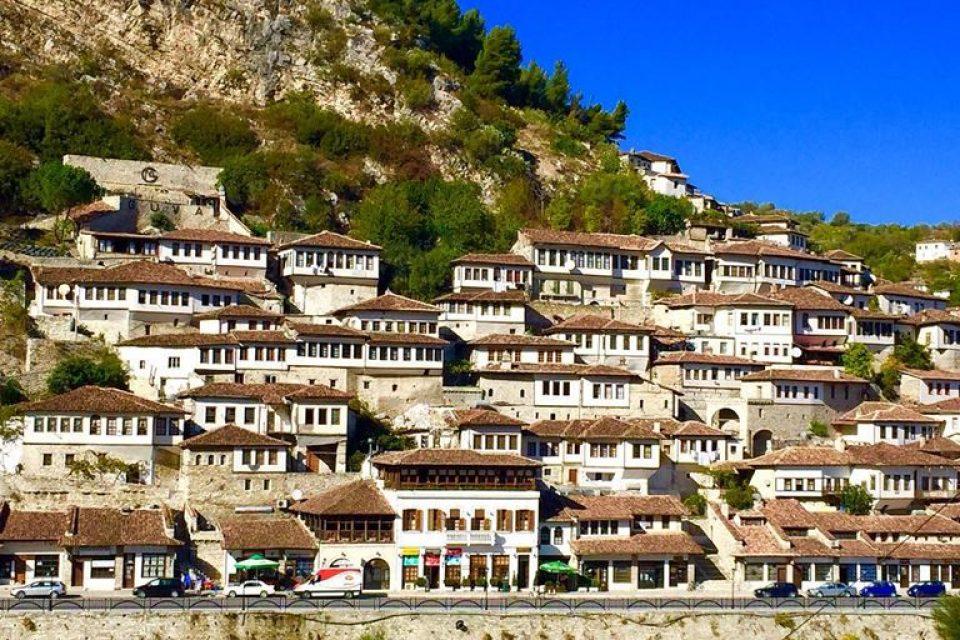 Россияне могут ездить в Албанию без виз с апреля по октябрь 2018