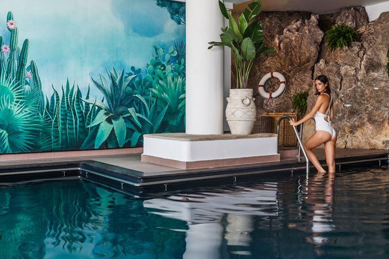 Capri Palace Hotel & Spa - медицинский центр на Капри - закрытый бассейн