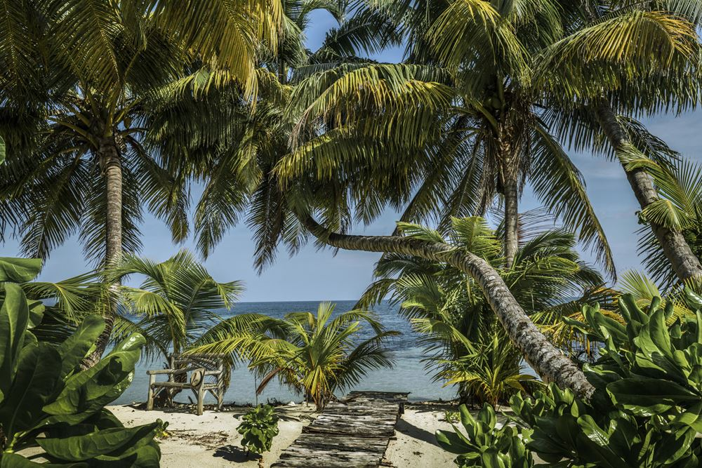Отель Four Seasons Resort Seychelles at Desroches Island - курорт на берегу Индийского океана