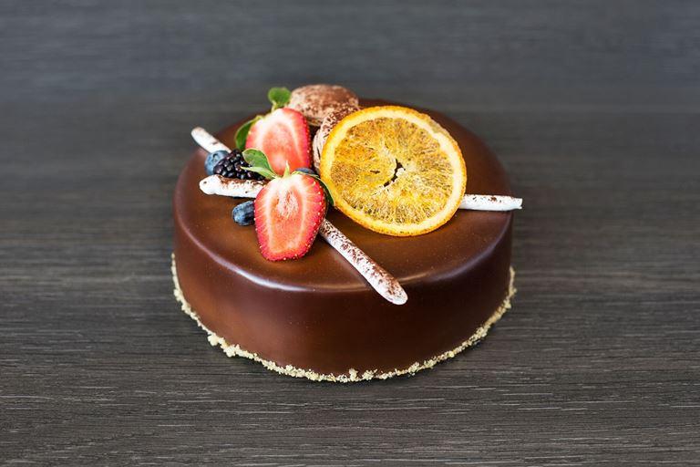 Новая коллекция тортов от ресторана MC Traders - торт с апельсином, клубникой и ежевикой