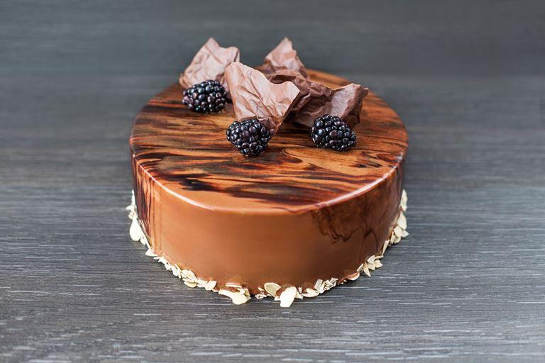 Новая коллекция тортов от ресторана MC Traders - коричневый торт с ежевикой