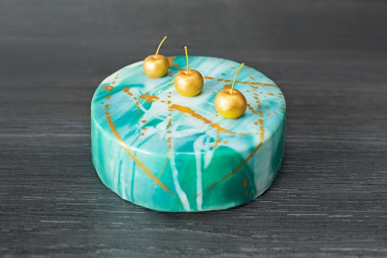 Новая коллекция тортов от ресторана MC Traders - зеленый торт с вишнями