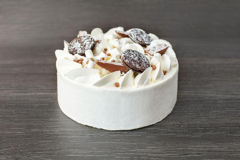 Новая коллекция тортов от ресторана MC Traders - белый торт с шоколадным печеньем