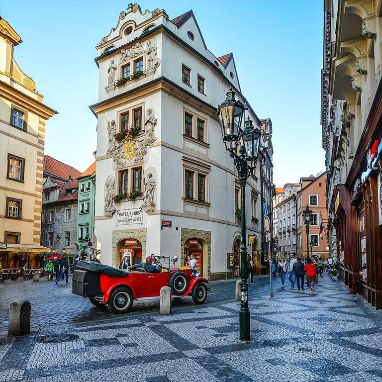 Прага - популярное направление для российских туристов и один из самых красивых городов Европы
