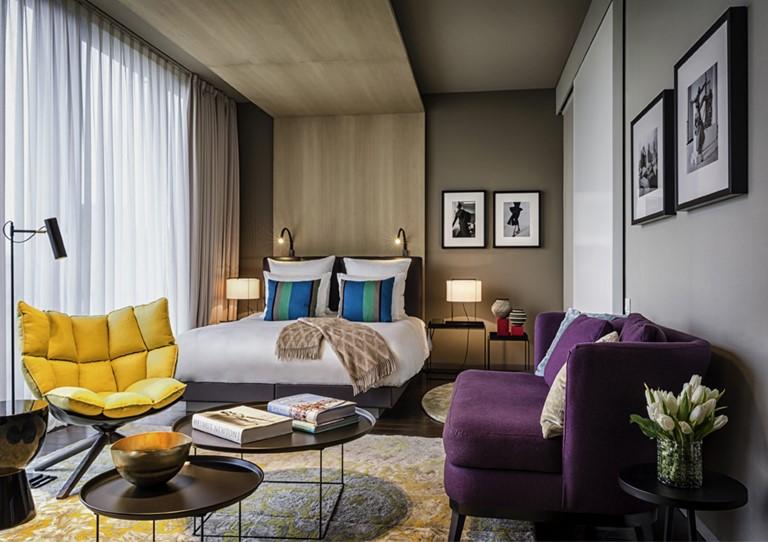 Яркий контрастный интерьер отеля SO/ Berlin Das Stue