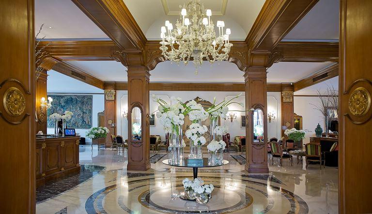 Aldrovandi Villa Borghese – роскошное фойе отеля