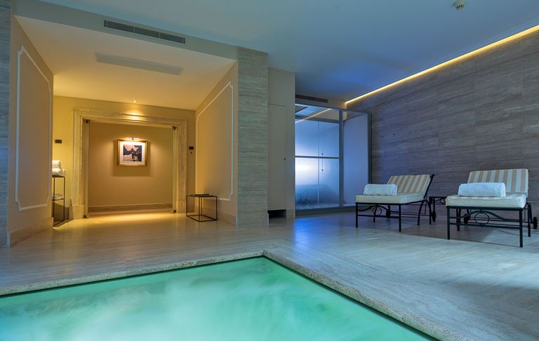 Aldrovandi Villa Borghese – закрытый бассейн отеля