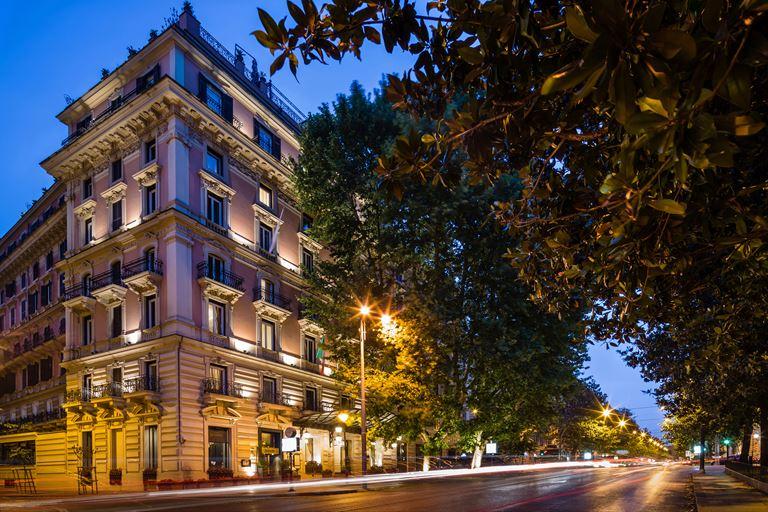 Hotel Regina Baglioni в Риме - архитектура в вечернем освещении